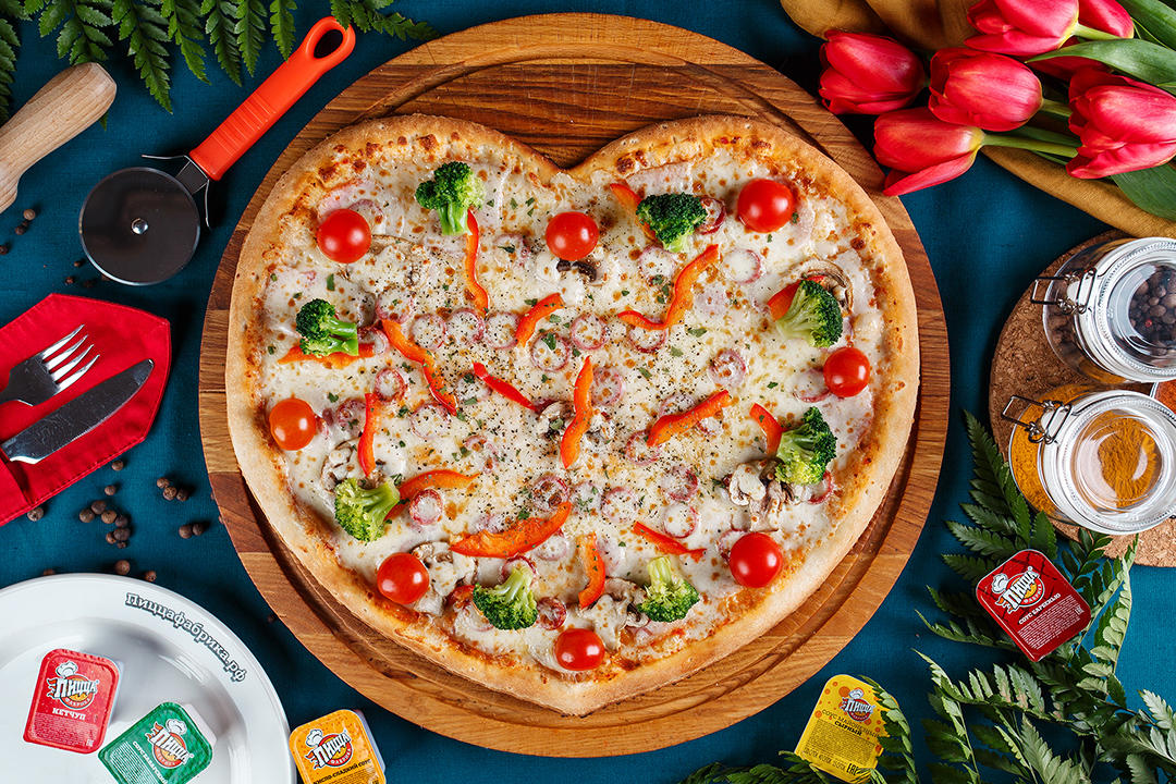 Пицца в форме сердца ПиццаФабрики